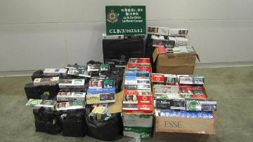Customs officers seized about $0.255 million worth of illicit cigarettes in an inbound private car yesterday (August 14).